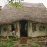 建築費用は2万5000円!? 英国人農民が手作りしたコブハウスが素敵すぎる