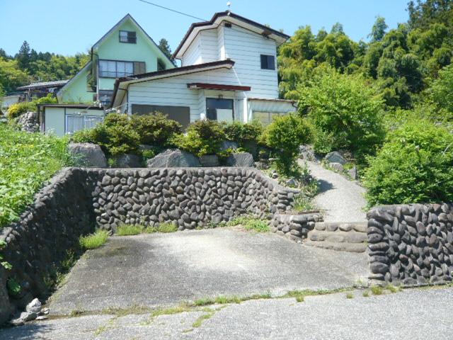 埼玉県秩父郡 小高い丘にある二階建 400万円